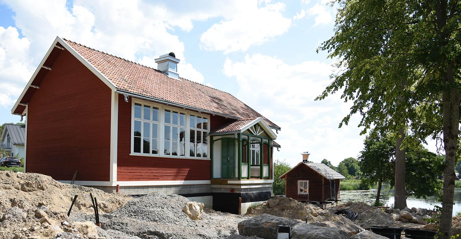Renoveringen av Djulö lilla skola vid Dufweholms Herrgård pågår för fullt