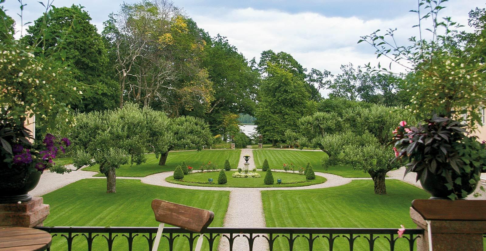Den engelska parken vid Södertuna Slott